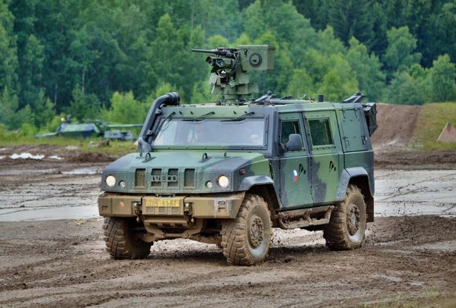 Lahko oklepno vozilo IvecoLMV (Kongsberg protector)