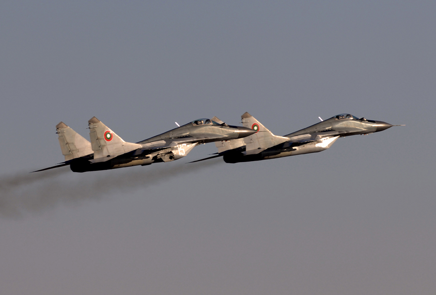 Par bolgarskih lovcev MiG-29UB