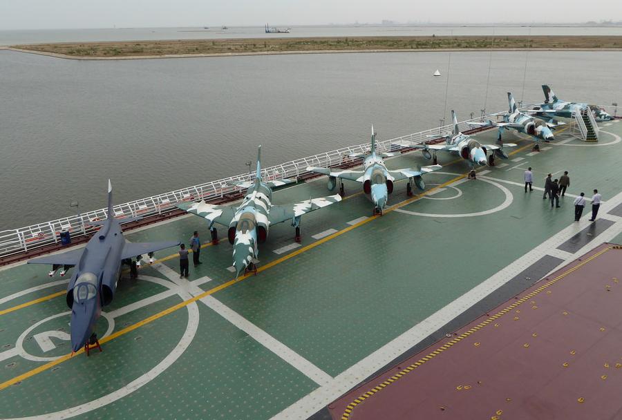 Vojaški tematski park Tianjian na nosilki helikopterjev Kijev razreda Kijev