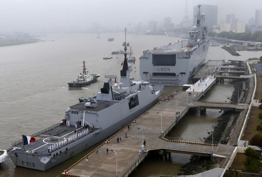 francoski ladji Dixmude in Aconit v Šanghaju