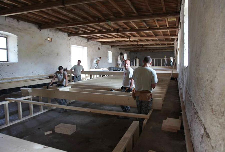 Konjušnica na Bilah med obnovo