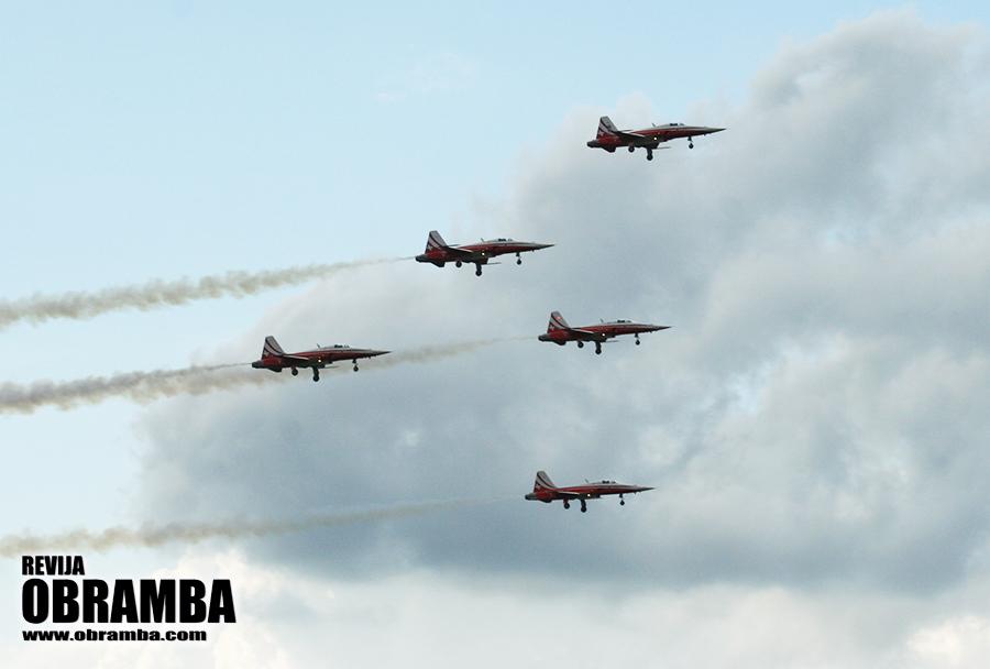 Rivolto 2015: akrobatska letalska skupina Patrouille Suisse