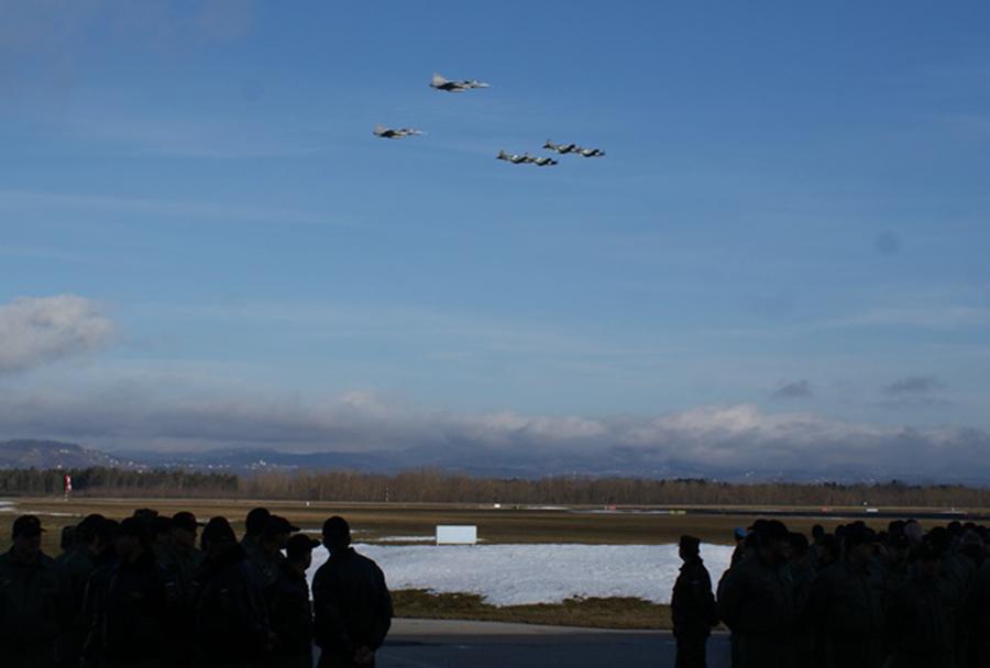 Dan slovenskega letalstva 2016: prelet madžarskih in slovenskih vojaških letal