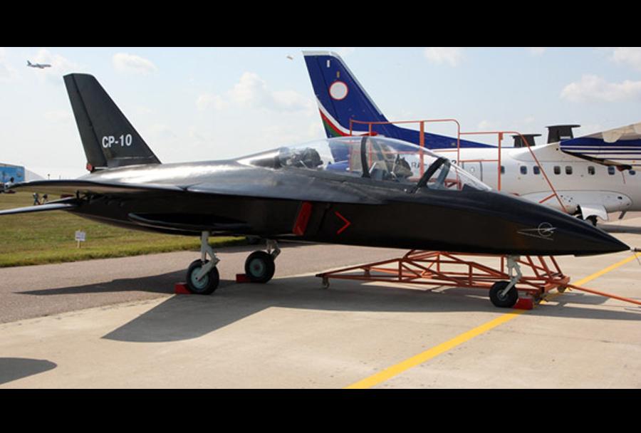 Prvi polet ruskega akrobatskega letala SR-10