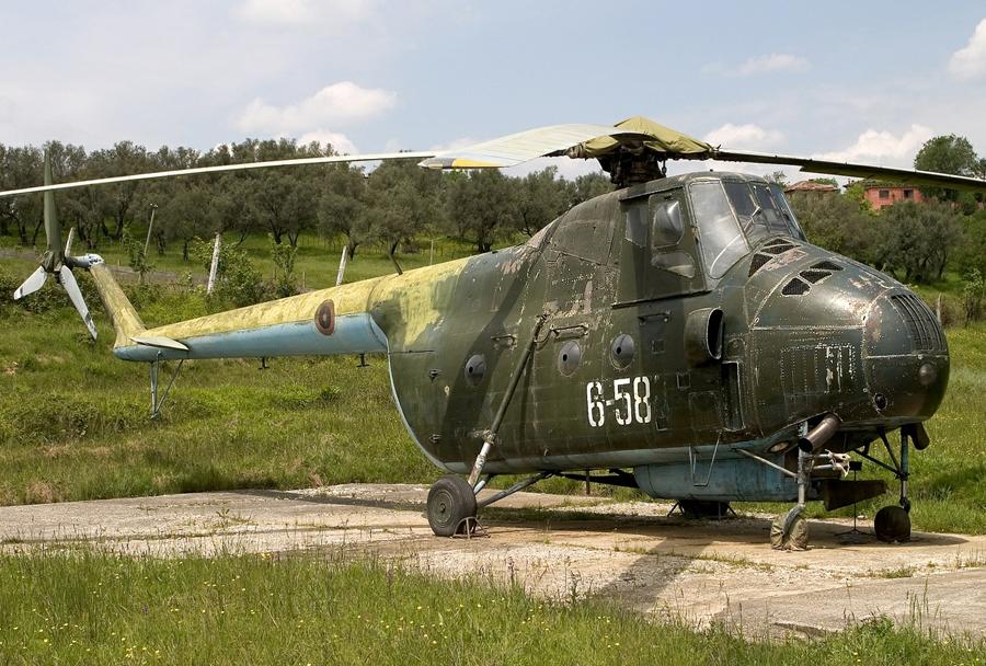Albanski helikopter Mi-4