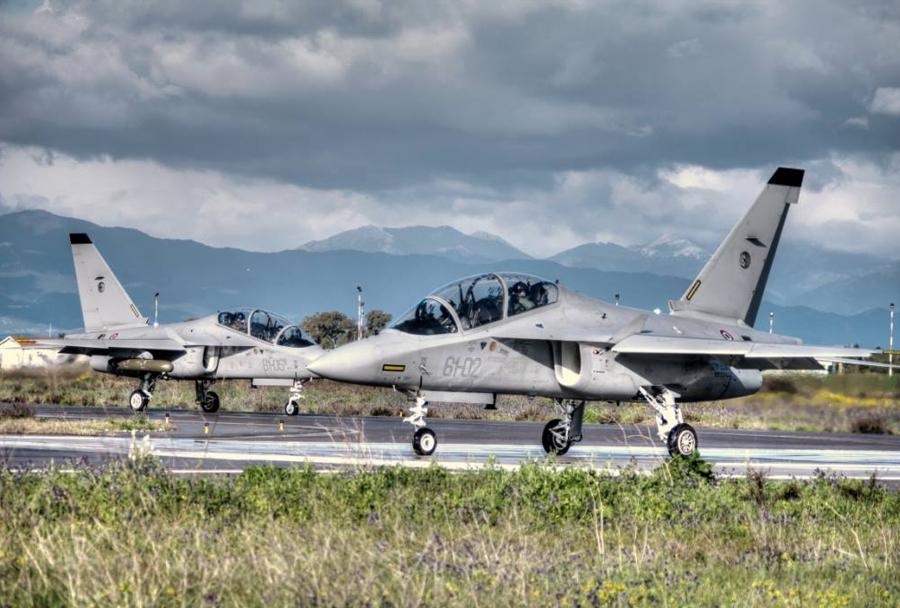 Italijanski šolski reaktivni letali M-346