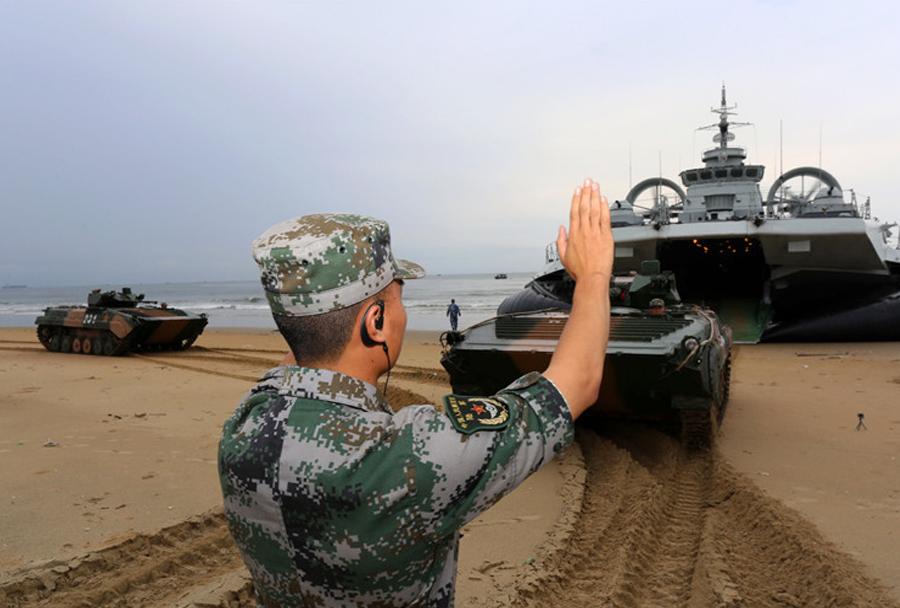 Kitajsko plovilo zubr in oklepnik ZBD-86B