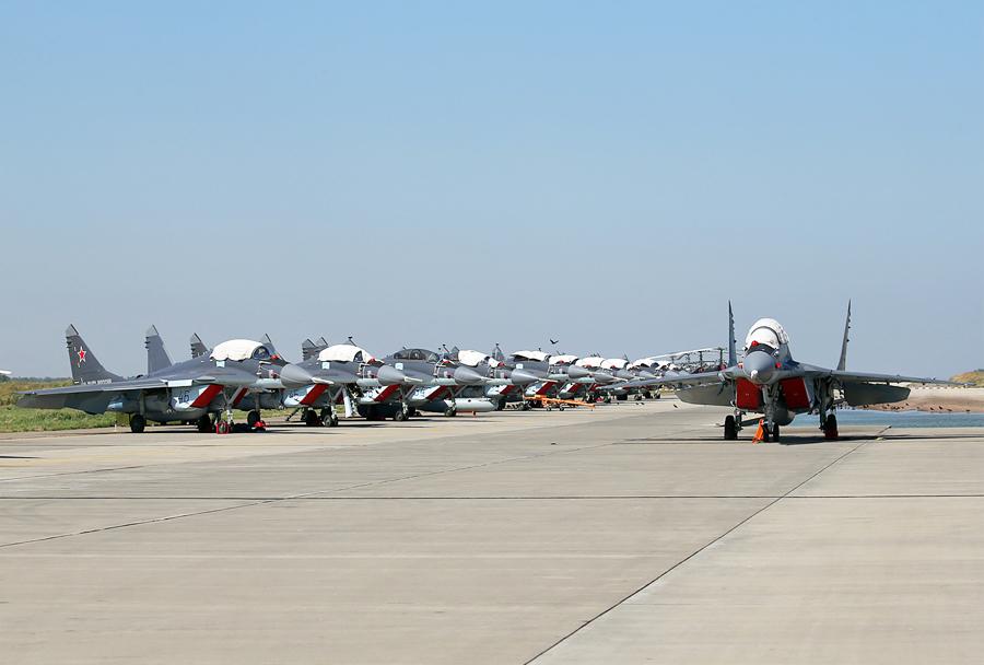 Lovci MiG-29K iz sestave 100. palubnega lovskega letalskega polka Severne flote