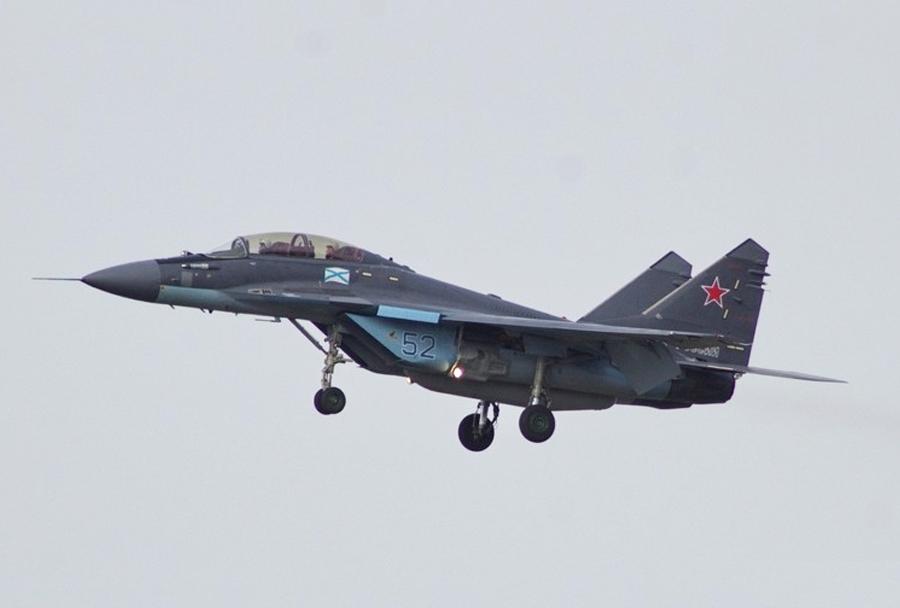 Ruski lovec MiG-29K iz sestave 100. palubnega lovskega letalskega polka Severne flote