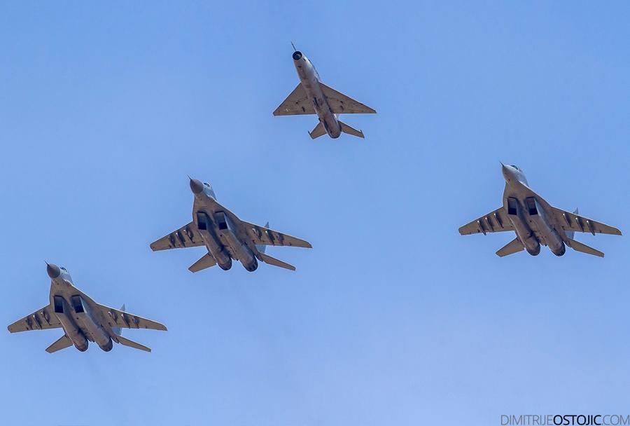 Srbski lovci MiG-29 in MiG-21.