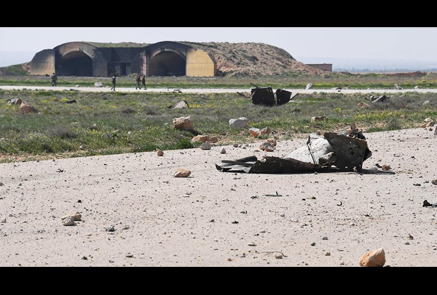 Posledice ameriškega raketnega napada na sirsko letalsko bazo Šajrat.