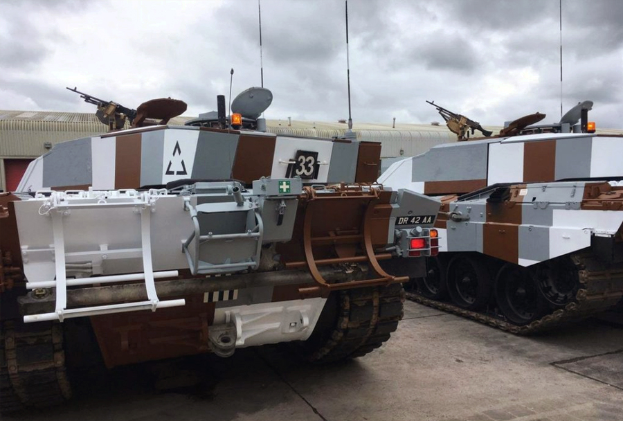 Britanska tanka challenger 2 v kamuflaži berlinske brigade