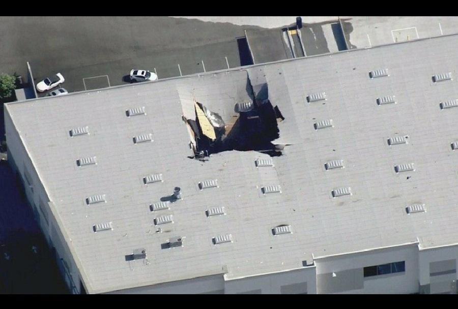 F-16 strmoglavil v skladišče v Kaliforniji
